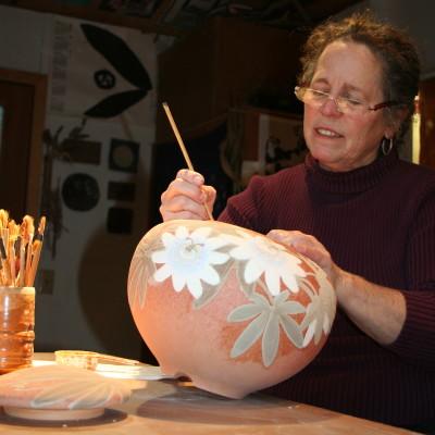 Jeannine Calcagno: painting a pot